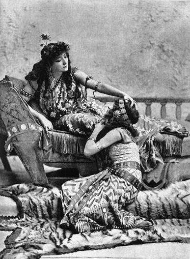 Sarah Bernhardt como Cleopatra por Sarony