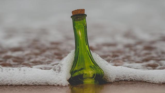 Descifran el emotivo mensaje de una botella que recorrió 11.000 kilómetros tras ser arrojada al mar hace 16 años