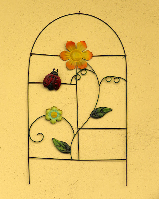 Decorations on the wall of a house, Viale Fabbricotti, Livorno