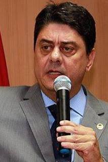 http://noticias.uol.com.br/ultimas-noticias/agencia-estado/2016/03/30/petista-diz-que-juristas-promoveram-comicio-politico-na-comissao-do-impeachment.htm