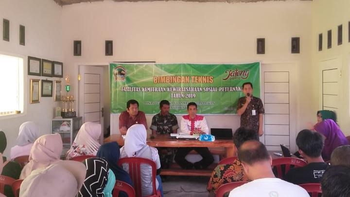 Tidak Hanya Pertanian, Babinsa Koramil 15/Karangpucung Juga Dampingi Usaha Peternakan