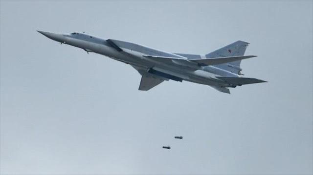 Bombarderos rusos atacan objetivos terroristas de EIIL en Siria