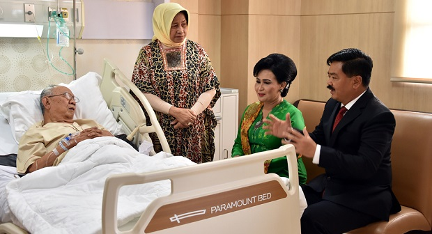 Panglima TNI Besuk KH. Salahuddin Wahid