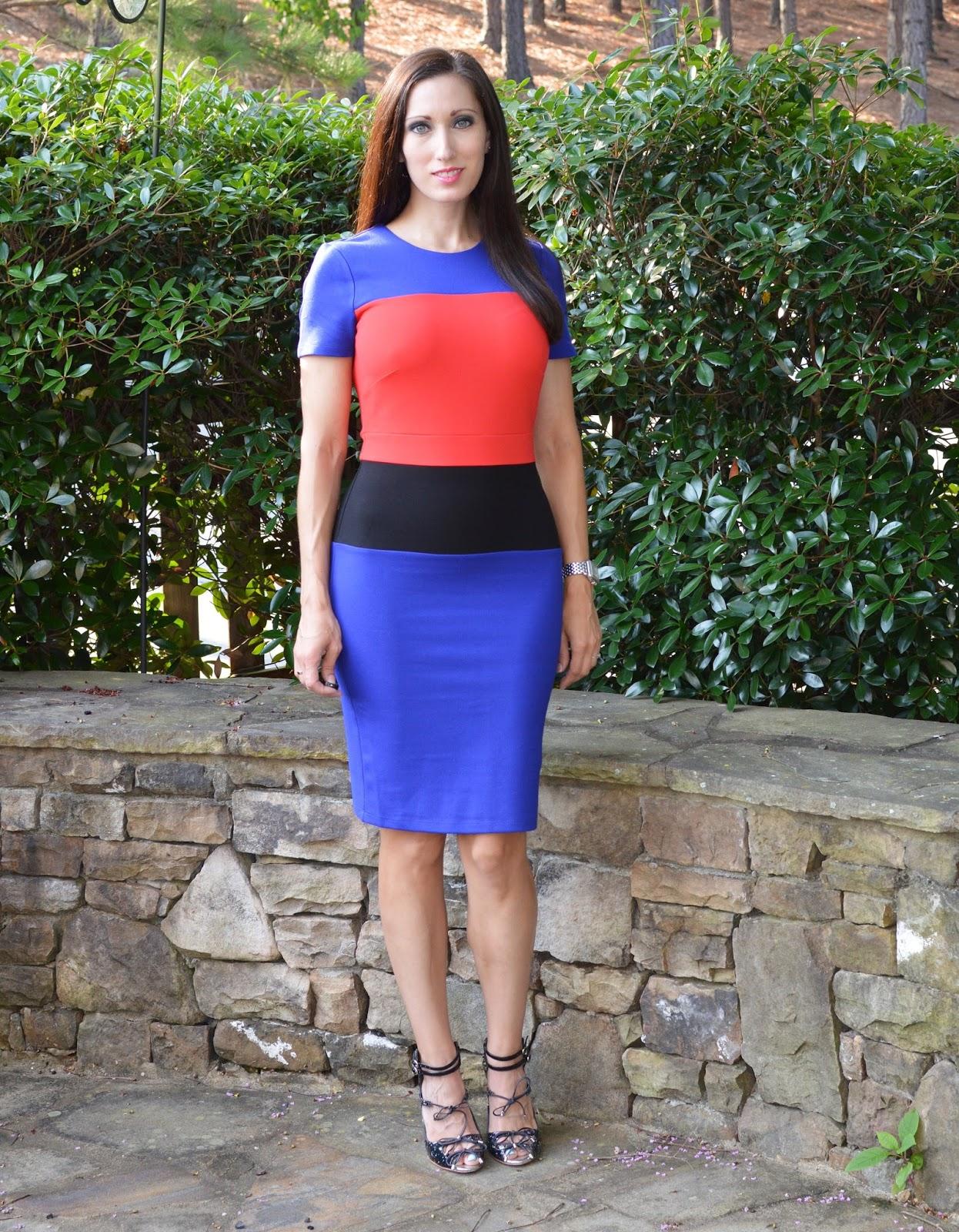 b25b910c55e Everyday Fashionista - Atlanta Blogger  The Dress That Gwyneth Wore
