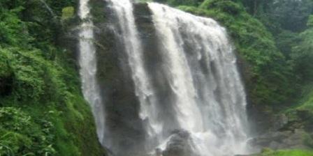 Air Terjun Curug Sewu Kendal   air terjun curug sewu kendal lokasi air terjun curug sewu kendal