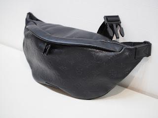 中古ヴィトン モノグラムシャドウのボディバッグをお買い取りいたしました