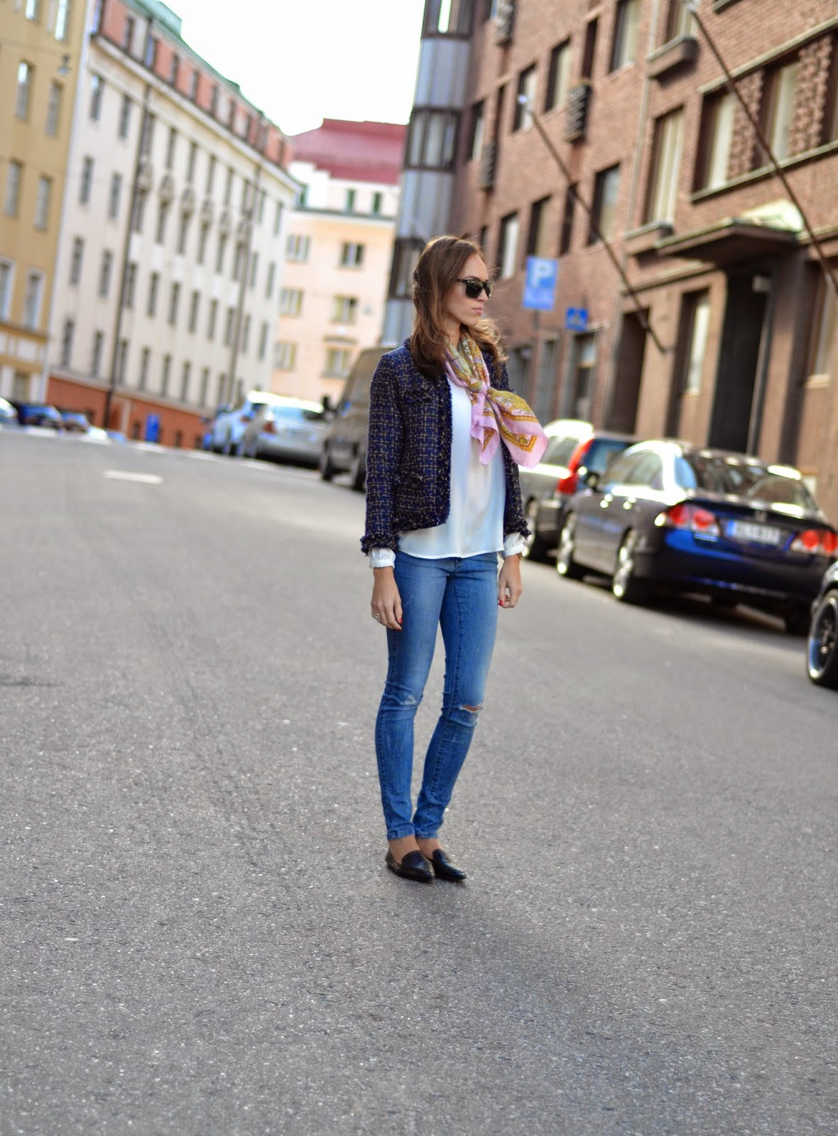 classic-blue-outfit-blazer-jeans