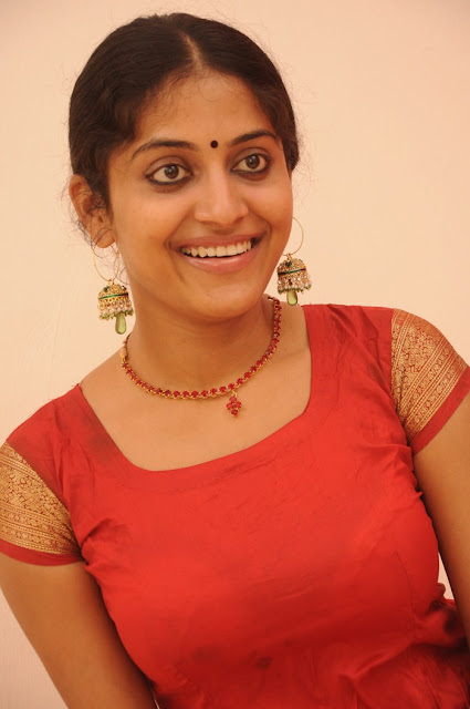 Tamil Actress Kavitha Nair Pics In Traditional Wear Navel Queens
