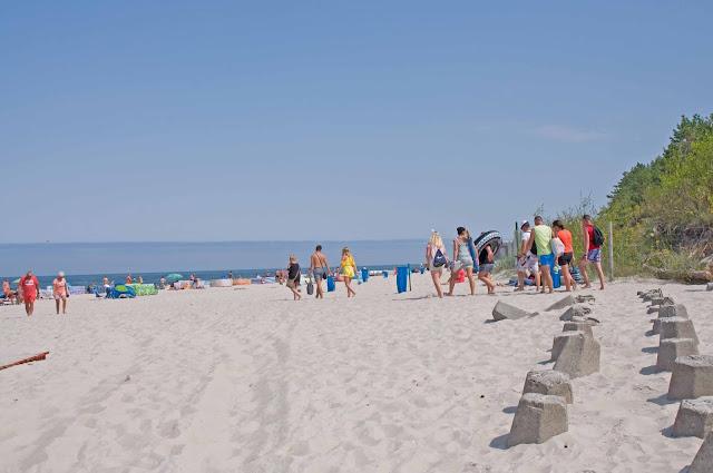 falochrony Mrzeżyno, wejście do portu widok na plażę