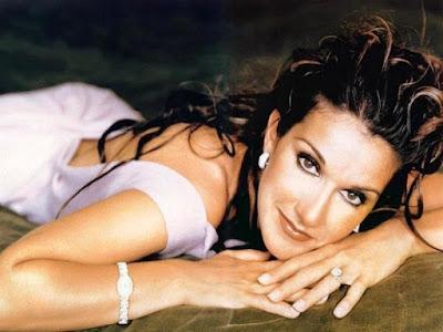 Foto de Céline Dion posando para fans