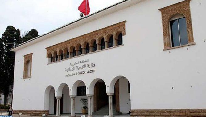 صحف: التحقيق في تلاعبات بصفقات كلفت وزارة التعليم 150 مليارا