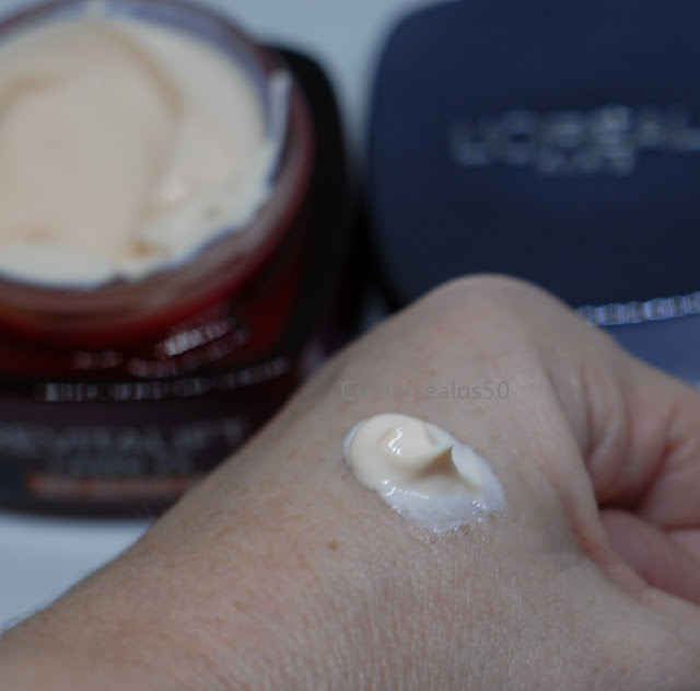 Consistencia de la crema Revitalift Laser X3 de Loreal