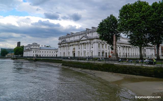 O Old Royal Naval College visto na chegada do barco a Greenwich