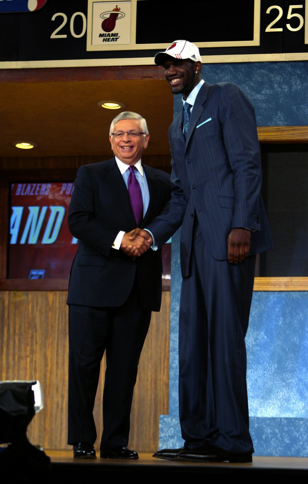kyrie irving height without shoes | Peninsula Conflict ...Kyrie Irving Height