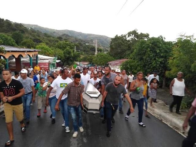 Entre llantos y pesar despiden joven perdió la vida en Arroyo Cano