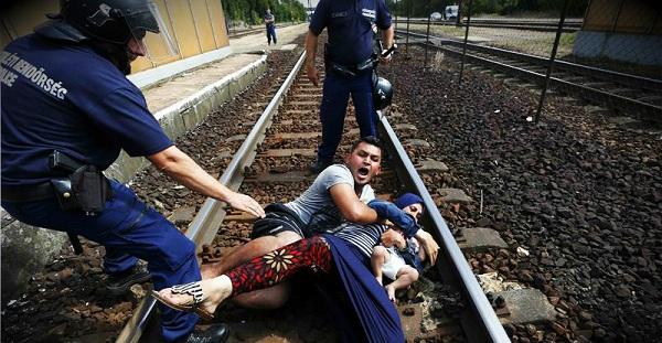 ΝΤΟΚΟΥΜΕΝΤΟ...ΣΚΗΝΟΘΕΣΙΑ ΓΙΑ ΤΟΥΣ ΛΑΘΡΟ ΕΙΣΒΟΛΕΙΣ ΚΑΤΑΚΤΗΤΕΣ:Πως χειραγωγείται η κοινή γνώμη, να λυπάται τους κακόμοιρους ΔΗΘΕΝ μετανάστες!