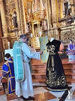 Bendecida una saya para Ntra. Sra. del Mayor Dolor en su Soledad de Córdoba de la Hermandad de Jesús Caído