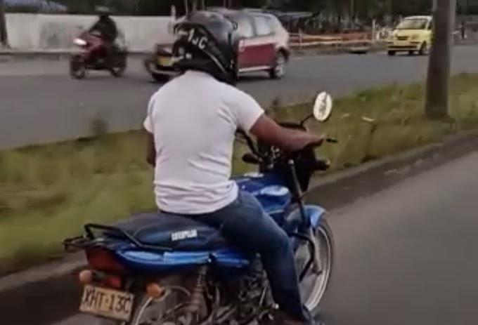 Graban a hombre haciendo actos obscenos mientras conducía por la vía entre Villavicencio y Acacías