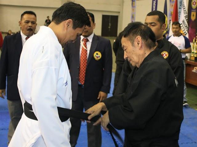 Kang Gun Gun Jadi Anggota Kehormatan Bandung Karate Club