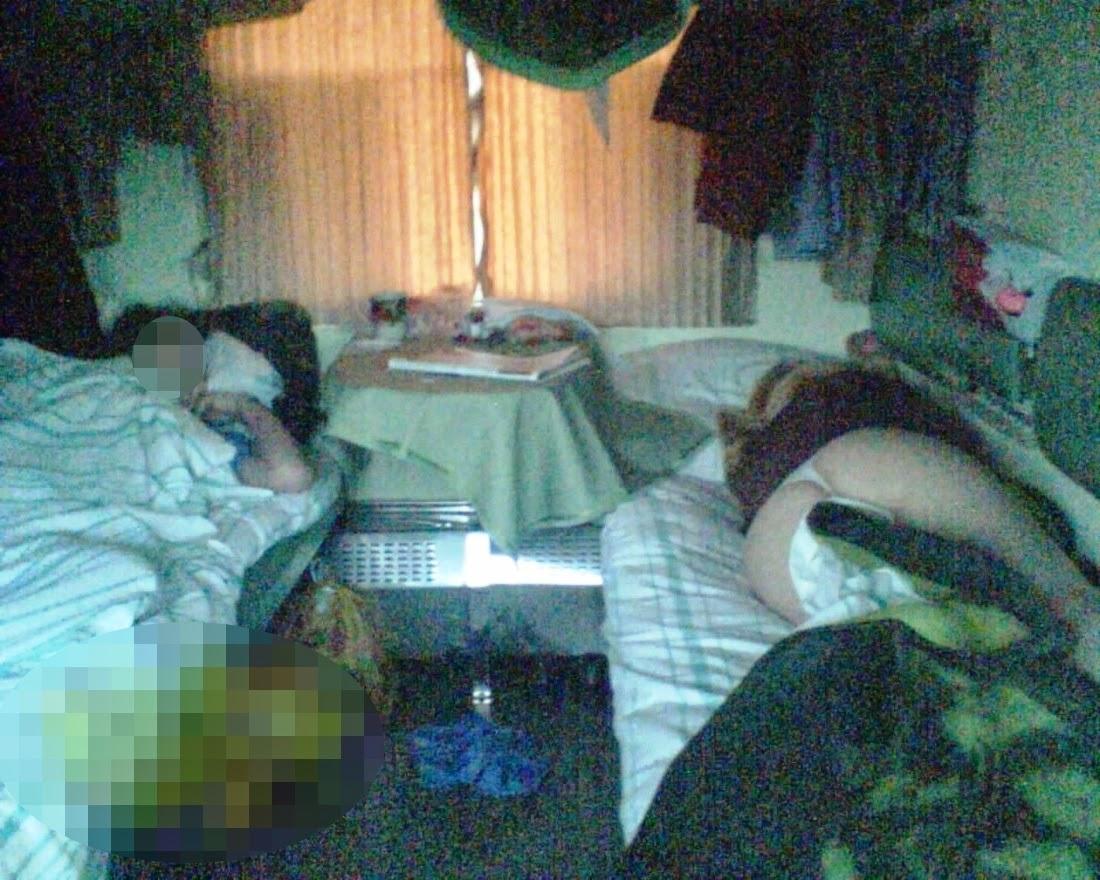 тот вечер скрыто подсмотрел в поезде под одеялом большие сиськи