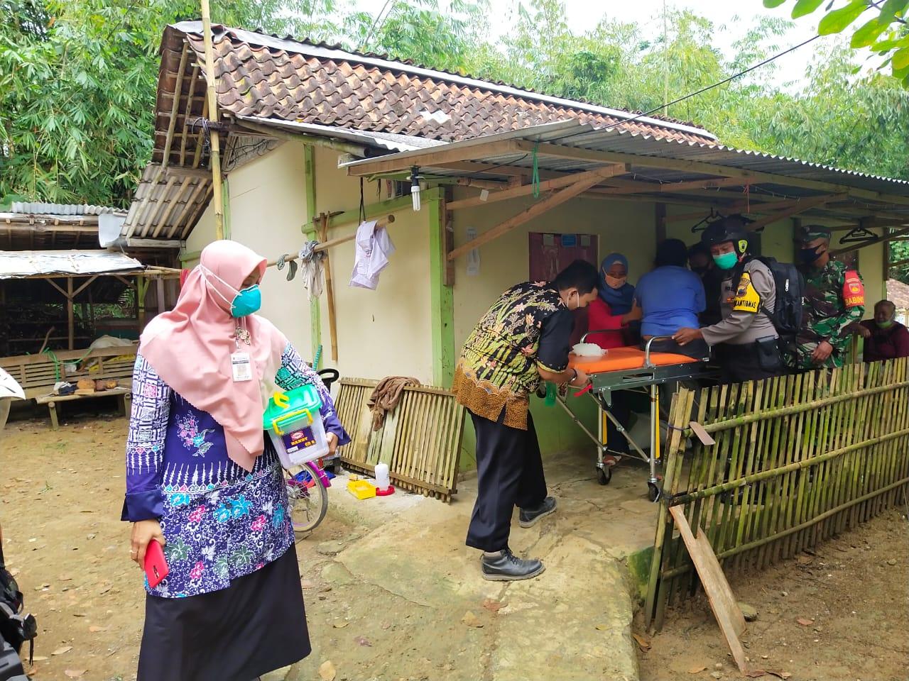 Polisi dan TNI Turun Tangan Evakuasi Penderita Gangguan Jiwa di Buayan