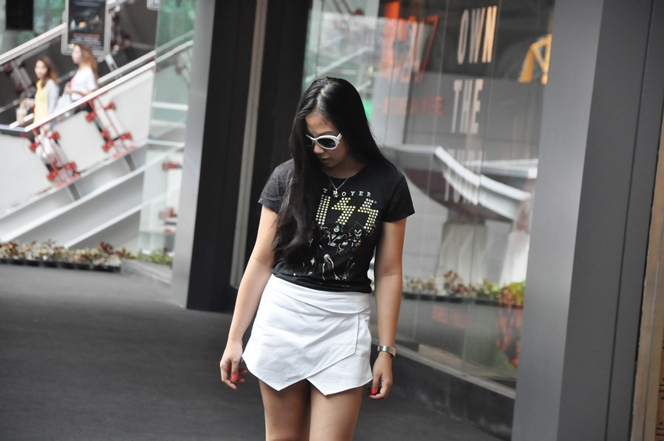 82a9e27b4de Kiss T-Shirt  Thirfted   Origami Skort  Apartment 8   Flats  H M   Sunnies   Divisoria   Necklace  Vivienne Westwood
