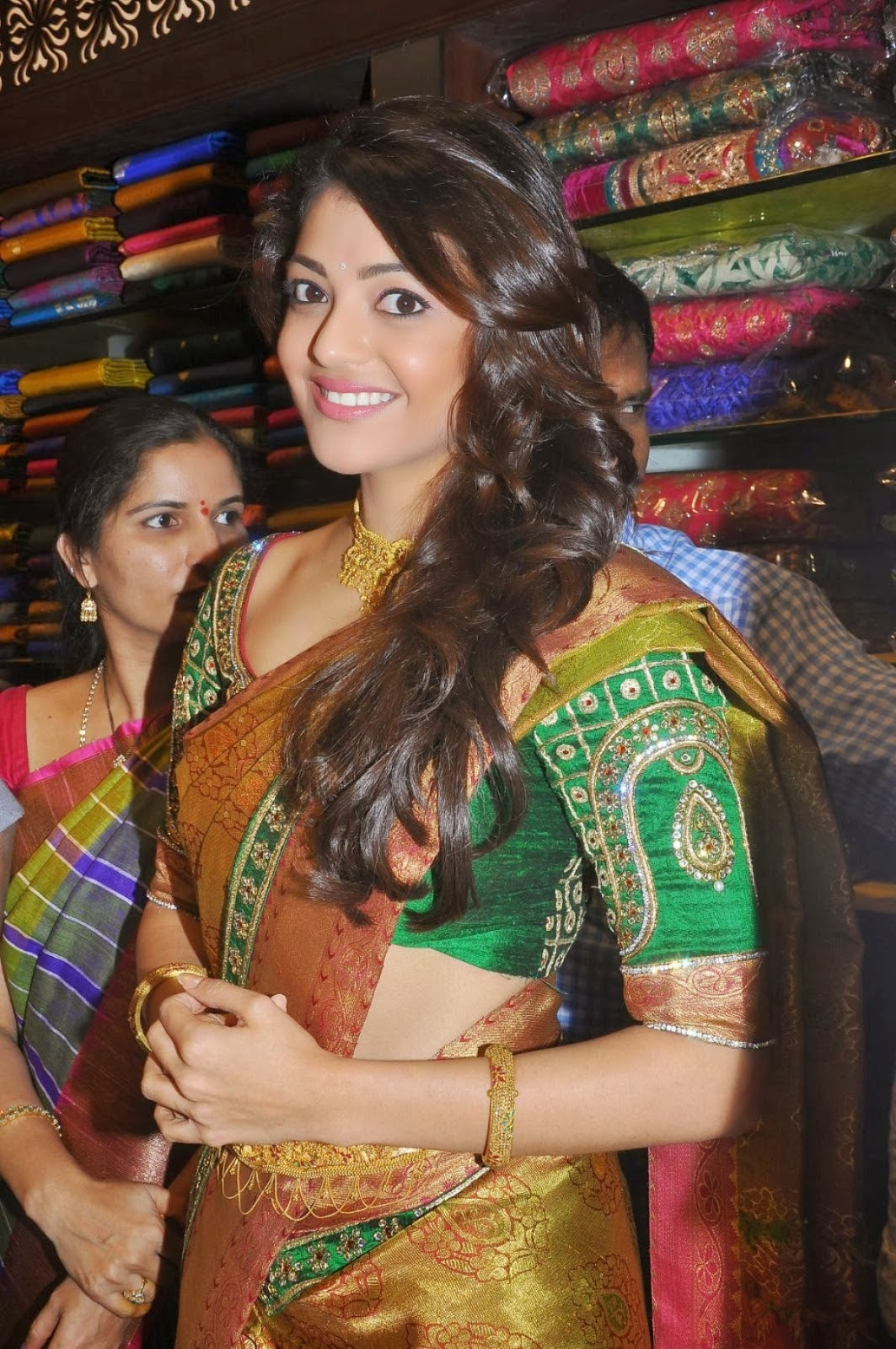 Kajal Agarwal Hot Navel And Belly Show Pics In Saree