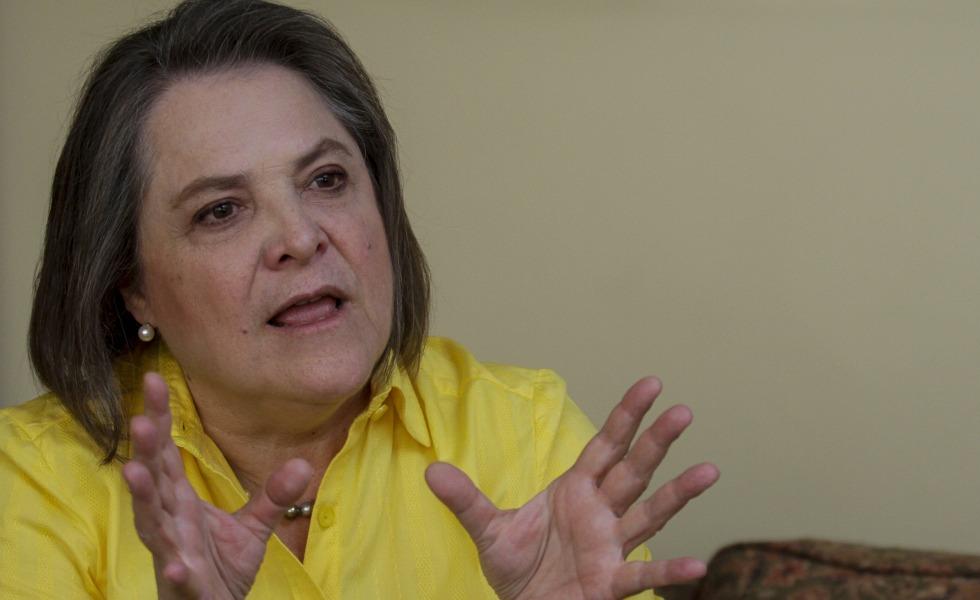 Que dice Clara López por su aparición en los 'papeles de Panamá'?