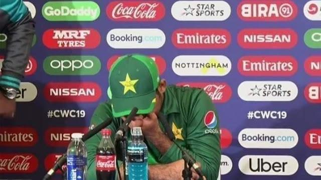Sarfaraz crying during live press conference