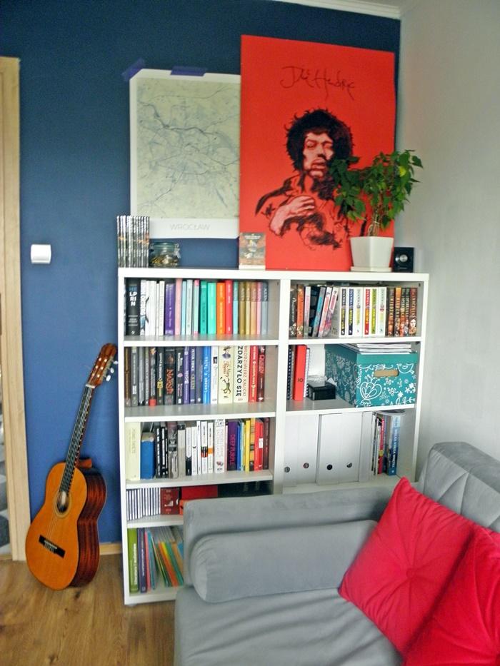 granatowe ściany | biblioteczka | lvlupstudio