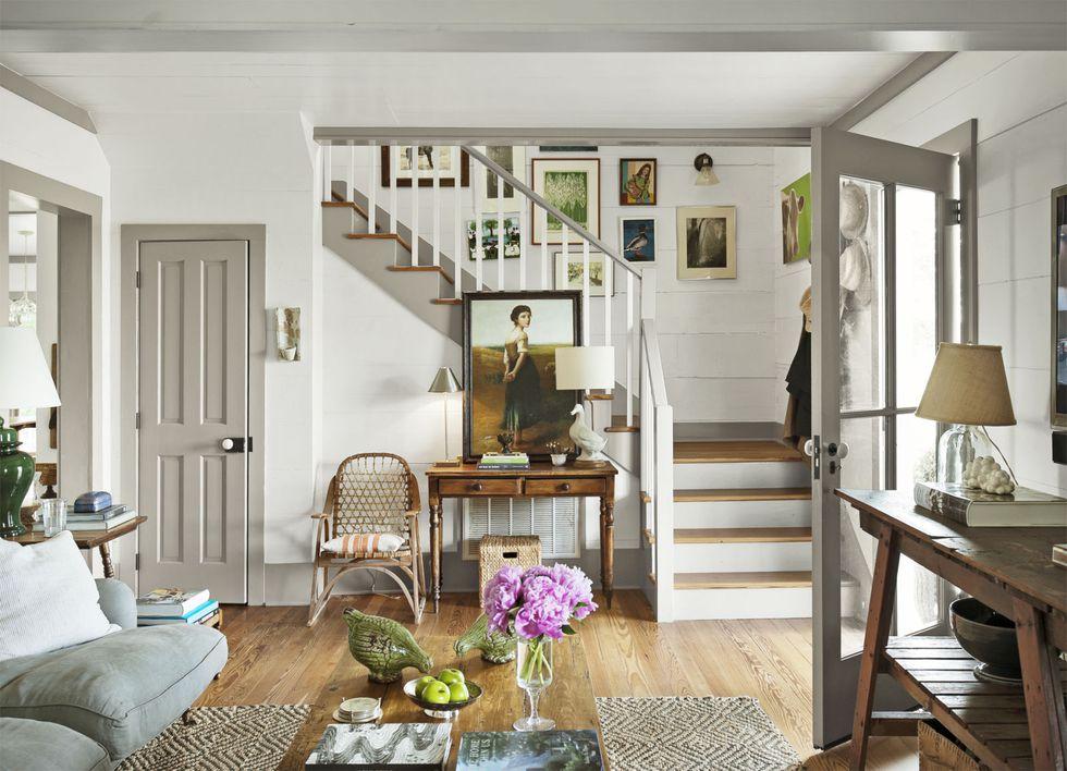 Country Living: light walls, dark trim