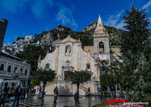Igreja de San Giuseppe, na Praça do Relógio de Taormina
