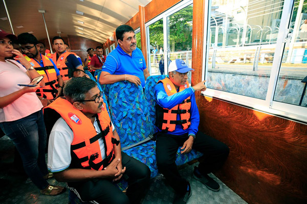 To Ease Traffic,Passenger A/C Boats in Colombo fort union place 2