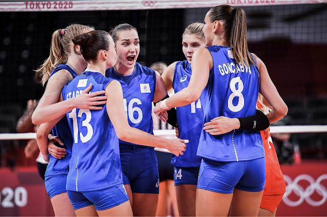 Goncharova e seleção russa comemora vitória