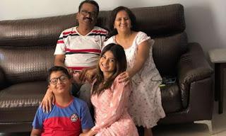 jeniifer-with-family