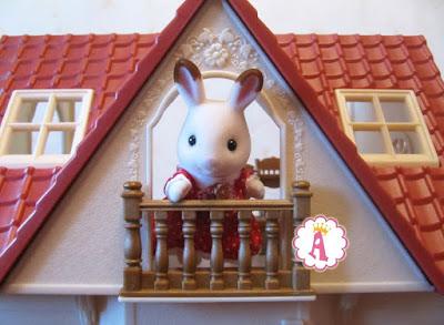 Шоколадный кролик Sylvanian Families на балконе