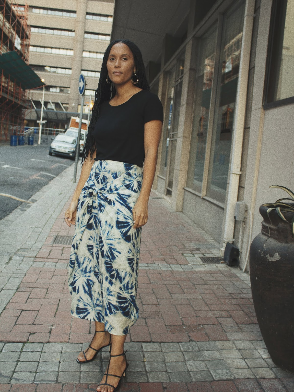 Liezel-Esquire-how-to-wear-patterned-knotted-skirt