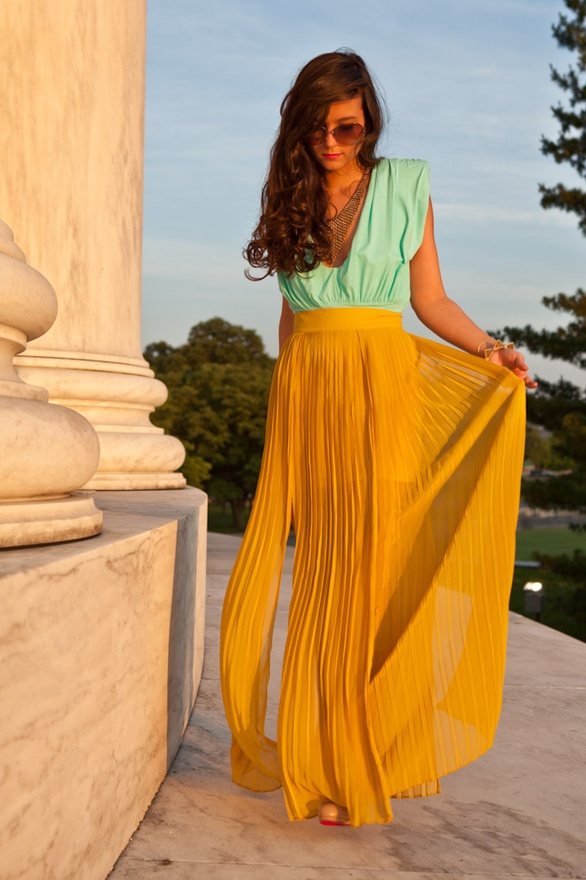 WATCH THE NECKLINE - Fashion Tips For Short Girls