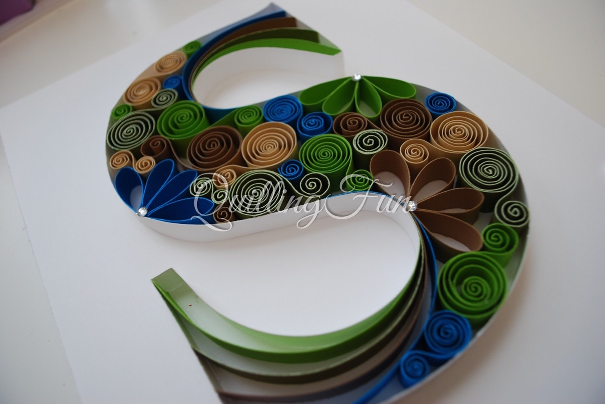 17-S-Jennifer-Stacey-Typography-with-Quilling-Drawings-www-designstack-co