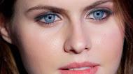 Alexandra Daddario HD Wallpaper