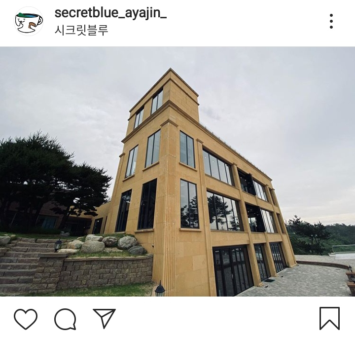 secret blue cafe in it's okay to be not okay drama