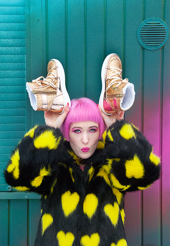 Sara is in Love with… blogger Zalando gold giveaway Christmas moon boot pink hair glitter shoes boots winter