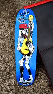 エレメントからのオールドスクールスケートボード風プールデッキ Ray Barbee