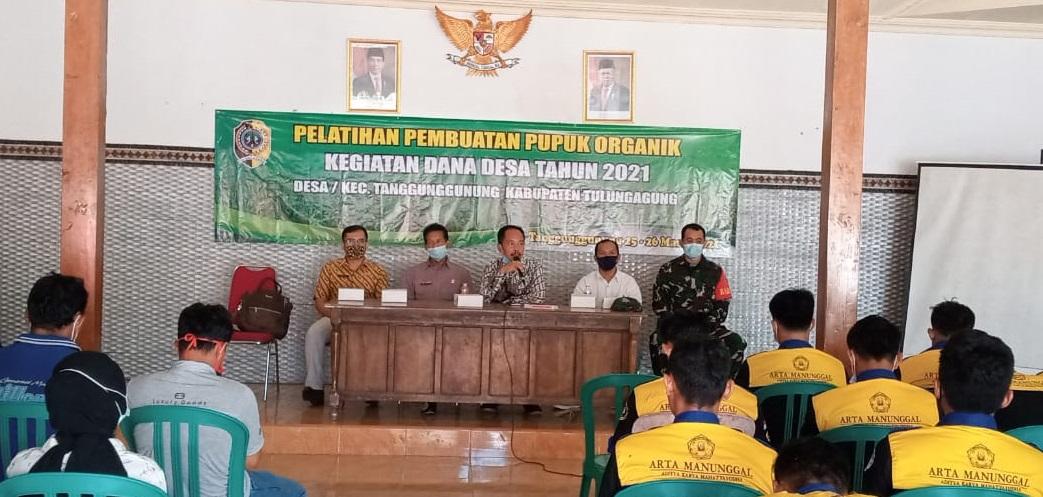Pemberdayaan Masyarakat Desa Tanggunggunung Lewat Pelatihan Pembuatan Pupuk Organik