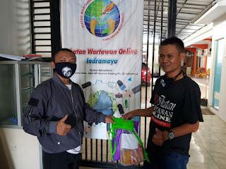 IWO Serahkan Bantuan untuk Anggota IWO Indramayu