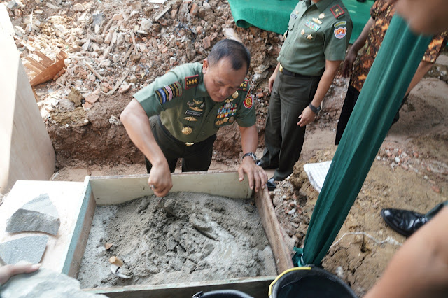 Pangkostrad Attends Construction of the Mess and Office GMS 86 Foundation