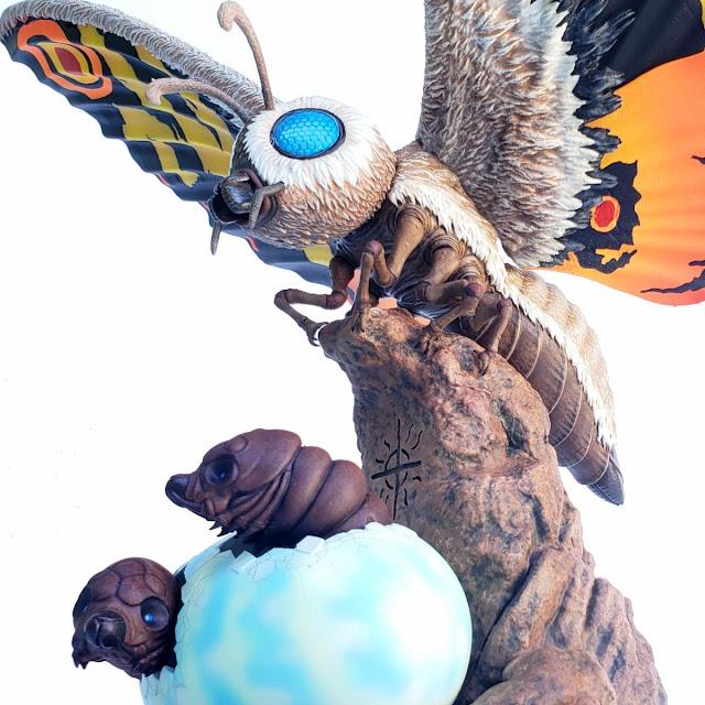 Mondo Mothra premium Scale Statue