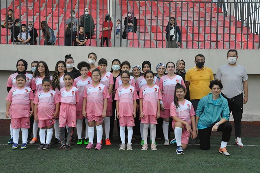 Sancaktepe'nin ilk kadın futbol takımı sahaya indi