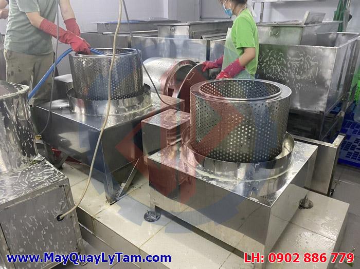 Máy vắt ly tâm inox 304 do Vĩnh Phát chế tạo luôn bóng lưỡng và vận hành ổn định tại một nhà máy của khách hàng