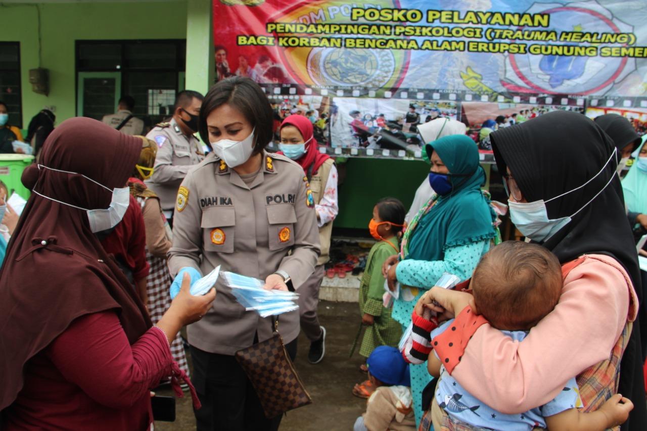 Korban Bencana Semeru Mendapat Trauma Healing dari Polda Jatim